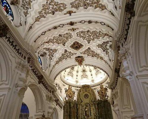 800px-Iglesia_de_Santiago_Apóstol_Málaga_Interior.min